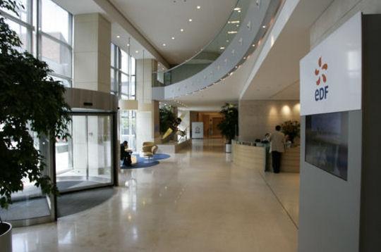 Edf pierre gadonneix a son bureau avenue de wagram les for Bureau edf 64