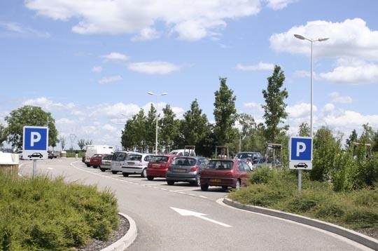 un parking de 200 voitures la plus grande aire d 39 autoroute de france sur journal du net. Black Bedroom Furniture Sets. Home Design Ideas