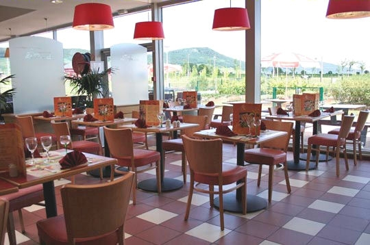 Un v ritable restaurant gastronomique la plus grande for Restaurant autoroute