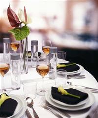 Les eaux de luxe. dans eau voss-table
