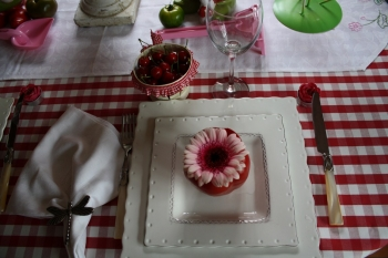 table cerises poivrons. Black Bedroom Furniture Sets. Home Design Ideas