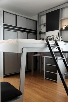 Solutions pour optimiser l 39 espace et le rangement chez soi - Petit appartement dote dun confortable espace de rangement ...