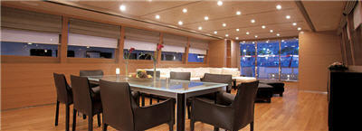 Comment couach s 39 est relanc avec le yacht de luxe for Interieur yacht